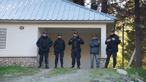 El cuerpo hallado a 300 metros del lugar donde la Gendarmería atacó a la comunidad mapuche tenía el documento de Santiago Maldonado. Foto. Télam.