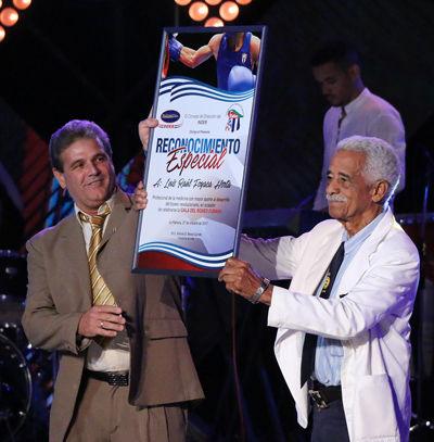 Luis Raúl Follaca también fue homenajeado. Foto: Mónica Rodríguez/ Jit.