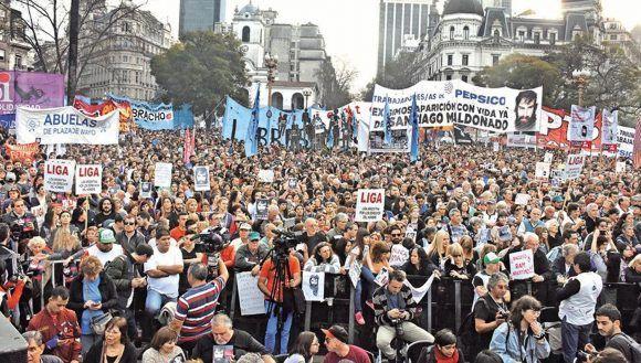 Marcha en Buenos Aires exigiendo la aparición de Santiago Maldonado, 1 de octubre de 2017. Foto de CRONICA.COM.AR