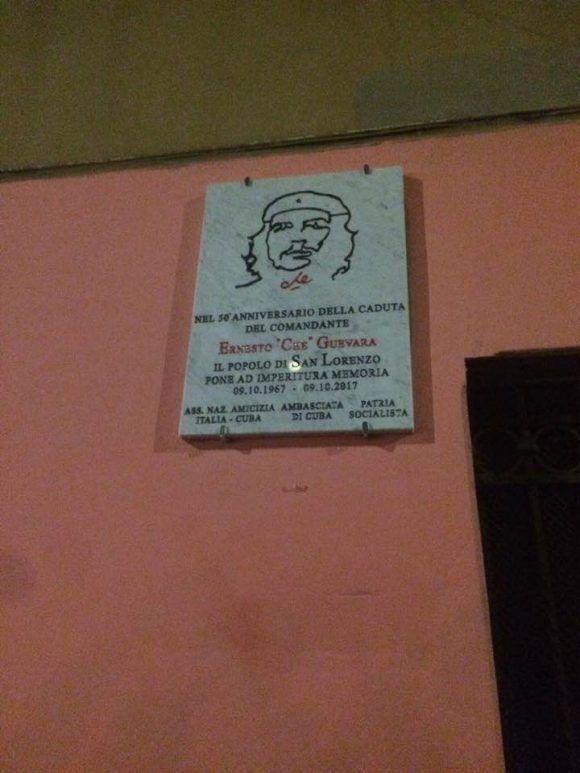 Descubierta en Roma, en el barrio de San Lorenzo, una placa conmemorativa en el 50º aniversario de la muerte del comandante Ernesto Che Guevara. Iniciativa promovida por patria socialista, Asociación Nacional de amistad Italia-Cuba y embajada república de Cuba en Italia