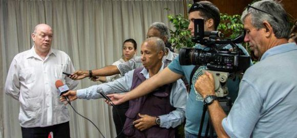 Rodrigo Malmierca Díaz ofrece declaraciones a la prensa. Foto: Abel padrón/ ACN.