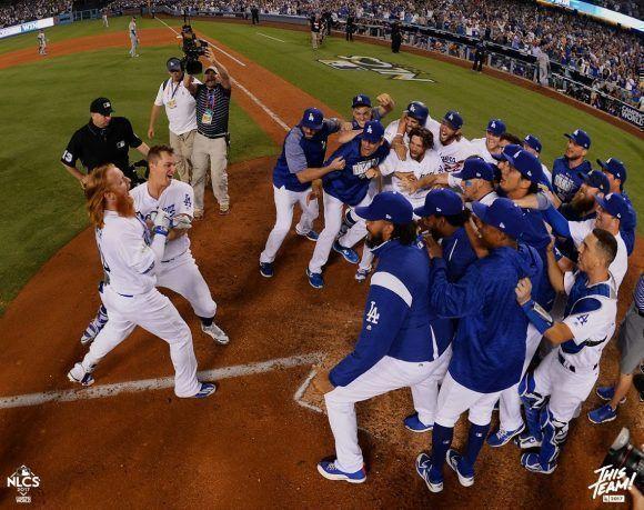 Turner llega al home después de su batazo. Foto: Jon SooHoo/ Los Angeles Dodgers.