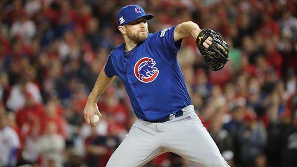El relevista Wade Davis sacó siete outs en el triunfo de los Cubs. Foto: Chicago Tribune.
