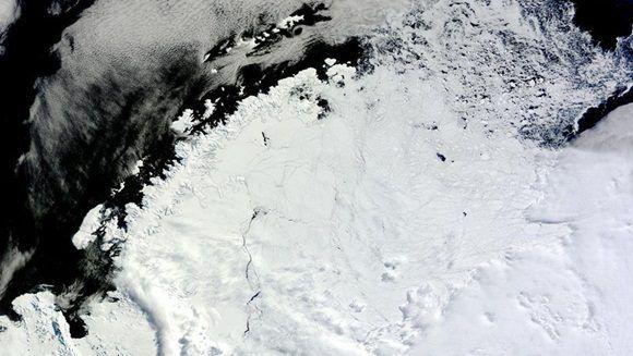 Un gigante y misterioso agujero descubierto en la Antártida deja perplejos a los científicos.
