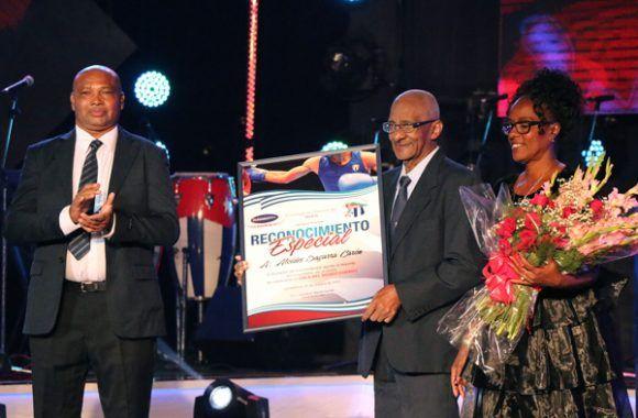 Reconocimiento para el histórico entrenador de boxeo de Cuba: Alcides Sagarra. Foto: Mónica Rodríguez/ Jit.