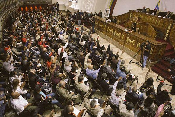 Nuevbos gobernadores juramentan ante la ACN con la ausencia de la oposición. Foto: @ANC_ve/ Twitter.