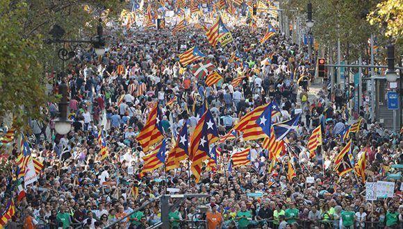 Vista de la marcha en Barcelona para pedir la libertad de los líderes de las entidades soberanistas ANC y Òmnium, Jordi Sànchez y Jordi Cuixart. Foto: Sean Gallup / Getty Images