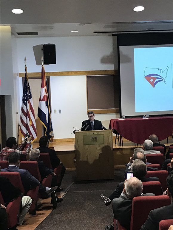 Las nuevas disposiciones migratorias fueron anunciadas por el canciller cubano en el IV Encuentro de Cubanos Residentes en Estados Unidos. Foto: @CubaMINREX/ Twitter.
