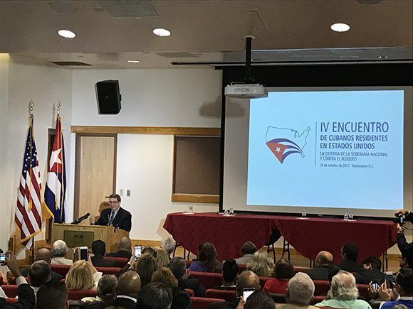 El ministro de Relaciones Exteriores de Cuba, Bruno Rodríguez Parrilla, durante su discurso en el IV Encuentro de Cubanos Residentes en Estados Unidos, anunció cuatro nuevas medidas migratorias. Foto: @CubaMINREX/ Twitter.