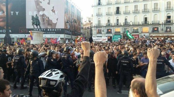 Hasta el momento, han sido reportados 465 heridos por la violencia en medio de los desalojos de los centros de votación por la Policía de España. | Foto: @iunida