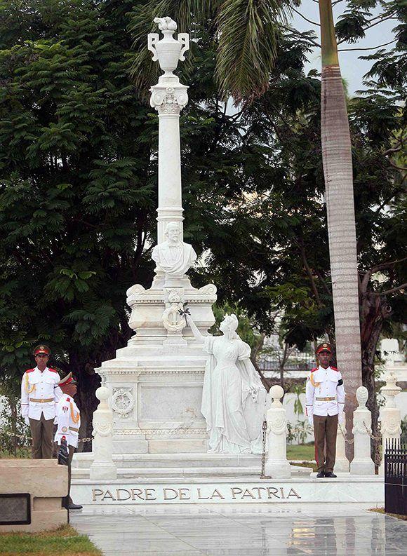 Monumento funerario de Carlos Manuel de Céspedes, Padre de la Patria, ubicado en el área patrimonial del cementerio Santa Ifigenia. Foto: Miguel Rubiera / ACN