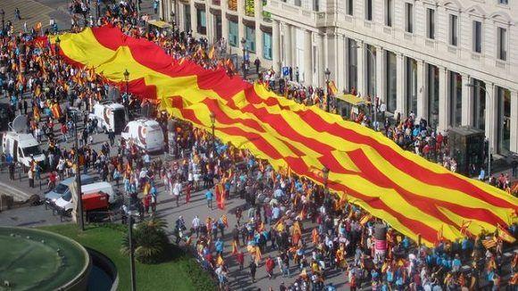 Multitudinaria manifestación en Cataluña a favor de unidad de España