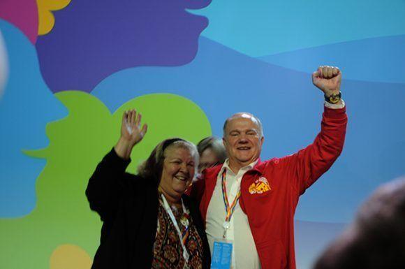 Aleida junto a Gennady Zyuganov, primer secretario del Partido Comunista de la Federación Rusa. Foto: Luis Mario Rodríguez Suñol/ Cubadebate.