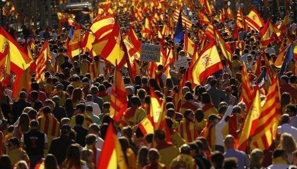 """En Barcelona dicen """"NO"""" a la indenpendencia de Cataluña y piden recuperar la sensatez. Foto: Reuters."""