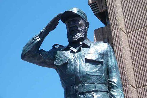 Inauguran en Sudáfrica una estatua de Fidel. Foto: @mayendesanchezperez/ Facebook.