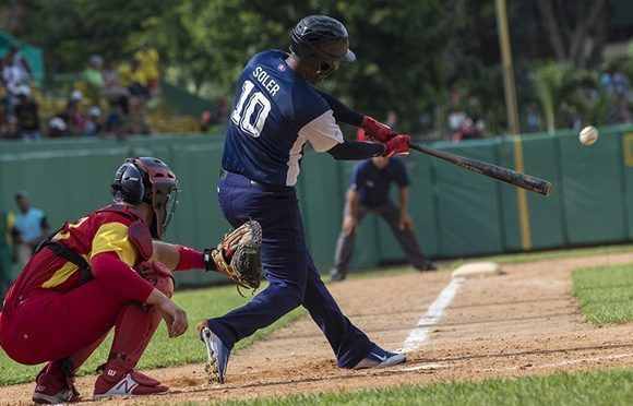 Geydi Soler empujo las primeras carreras del juego. Foto: Ismael Francisco/Cubadebate.