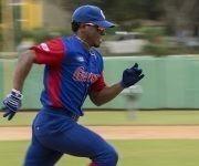 Roel Santos el mas rapido de home a primera. Foto: Ismael Francisco/Cubadebate.