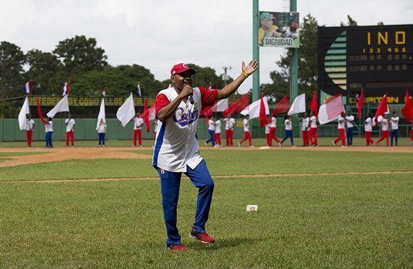 Justicia interpreto la cancion La Pelota en la ceremonia de Inauguración del juego de las Estrellas de Pinar del Rio. Foto: Jennifer Romero/ Cubadebate