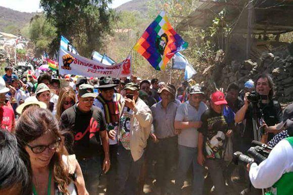Evo Morales encabeza caminata en Bolivia en honor al Che. Foto: PL.
