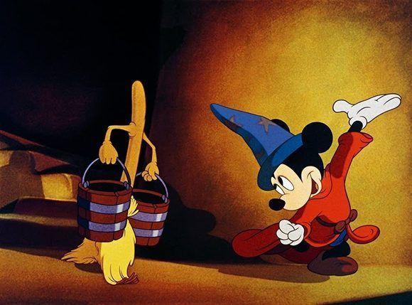 """Como hizo Mickey Mouse en """"Fantasía"""", Donald Trump quiere hechizar una escoba para que le ayude a cargar agua (o asuma las funciones de un residente de los Estados Unidos). Foto: Catura de Pantalla/ Walt Disney."""