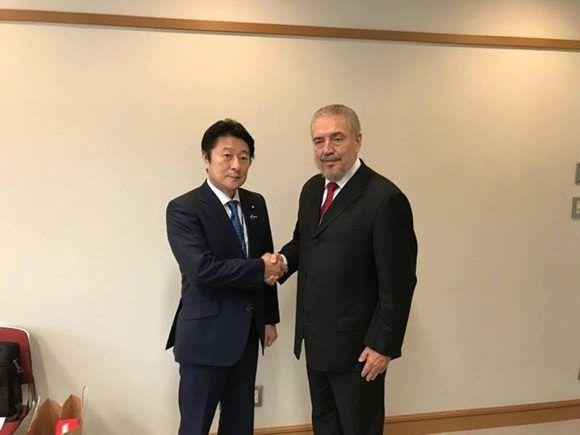 La visita a Japón incluyó además encuentros con los presidentes y CEO de las corporaciones Nikon y Shimadzu, líderes en sus respectivas esferas, con una presencia importante en el red hospitalaria y científica del país.