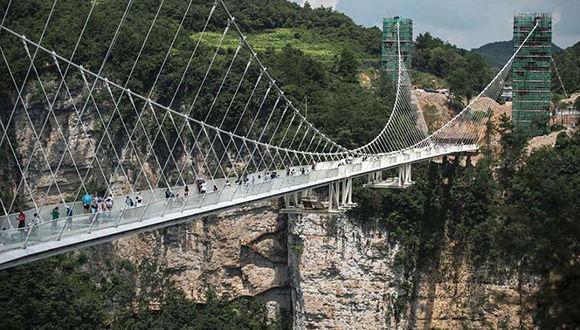 Puente de cristal. Foto tomada de Getty Images.