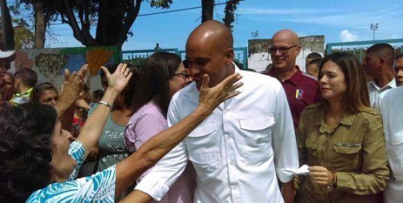 Héctor Rodríguez, el nuevo Gobernador de Miranda tras ejercer su voto este domingo. Foto: AVN