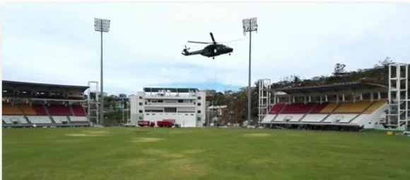 Helicòptero en labores humanitarias en Dominica. Foto: Sergio Alejandro
