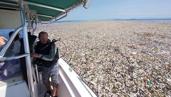 Basura, demasiada basura fue hallada en las costas de Centroamérica. Foto: Caroline Power / Facebook.