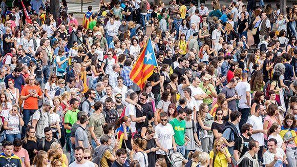 Ambiente de la protesta en el eje comercial Francesc Macià, de Sabadell. Foto: Nuria Puentes/ elPeriódico.
