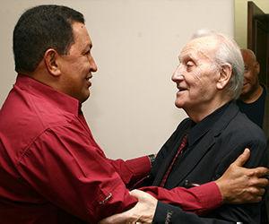 István Mészáros con el Comandante Hugo Chávez. el 23 de mayo de 2011. Foto: Archivo