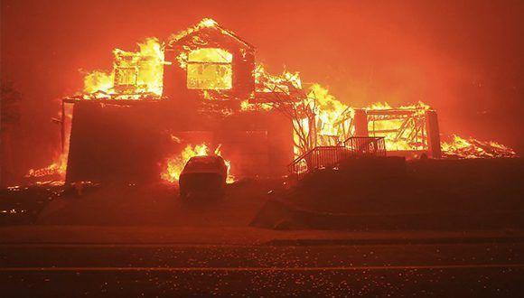 Una casa devorada por el fuego en Fountaingrove, California. Foto: Kent Porter / AP