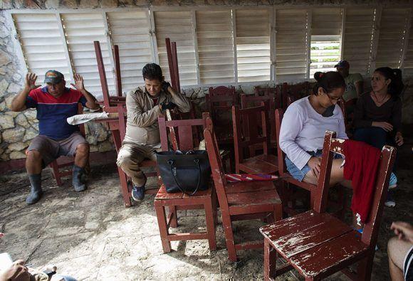Los trabajadores de El Caney le devolverán la vida al restaurante que alegra la vida del pueblo. Foto: Ismael Francisco/ Cubadebate.
