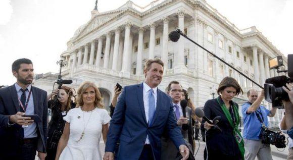 """El senador Flake ha dicho que el comportamiento de Trump: """"Es peligroso para una democracia"""". Foto. AP"""