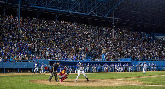 Los aficionados han regresado a los estadios en esta 57 serie nacional de beisbol. Foto: Jennifer Romero/Cubadebate.