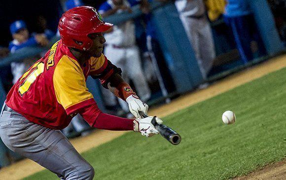 Se ha utilizado indiscriminadamente el toque de bola en la serie 57. Foto: Jennifer Romero/Cubadebate.