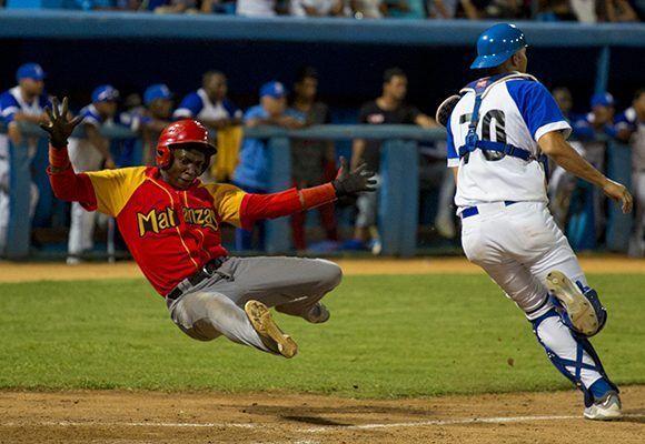 Explosividad en el juego de Matanza. Foto: Jennifer Romero/Cubadebate