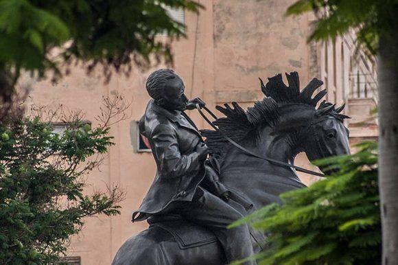 Réplica de la estatua ecuestre de José Martí en el Parque Central de Nueva York fue instalada en el parque frente al Museao de la Revolución en La Habana. Foto: René Pérez Massola/ Trabajadores.