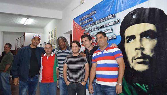 En Vallegrande, jóvenes cubanos rinden tributo al Che Guevara