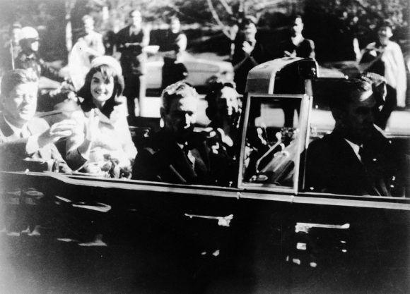 Foto de John F Kennedy durante el recorrido por Dallas el fatídico 22 de noviembre de 1963. Foto: AP