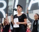 Lady Gaga, durante la vigilia dedicada a las víctimas del tiroteo en Orlando. AP