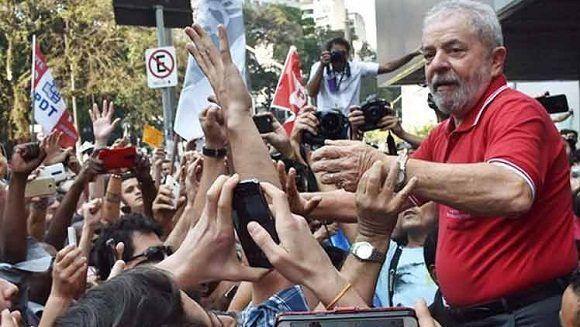 Evo reitera solidaridad con Lula y lo felicita por su cumpleaños