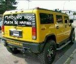 """""""Maduro nos mata de hambre"""", se lee en el parabrisas de auto bien caro."""