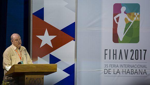 Rodrigo Malmierca Díaz presenta la Cartera de Oportunidades de Inversión Extranjera, su primera versión fue lanzada en el año 2014. Foto: Ismael Francisco/ Cubadebate.