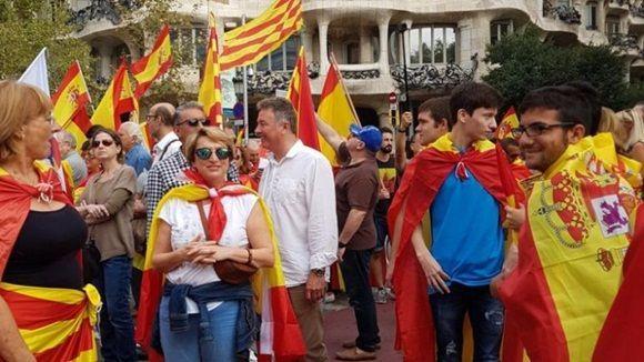 """""""Cataluña sí, España también"""" gritaban los asistentes durante la marcha.   Foto: EFE"""