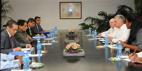 Miguel Díaz-Canel Bermúdez, recibió a Suresh Prabhu, Ministro de Comercio e Industria de la India. Foto: Juvenal Balán/ Granma.