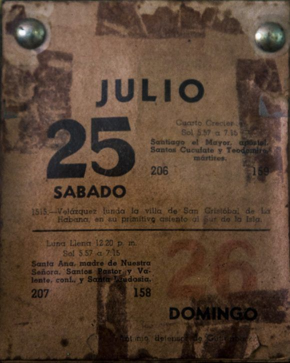 Fidel arrancó la última hoja del almanaque de la Casa Museo Abel Santamaría. Foto: Irene Pérez / Cubadebate
