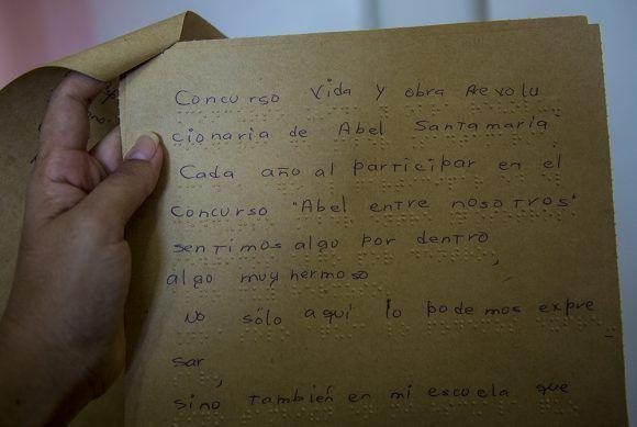 Adriana Gómez Valdés se alzó con una mención en enseñanza especial. Foto: Irene Pérez / Cubadebate