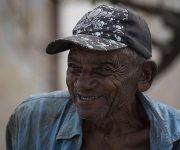 """El viejo Zamora cuenta que Irma """"fue una chapea"""". Foto: Irene Pérez / Cubadebate"""