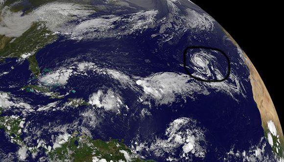 Ofelia, décimo huracán, avanza en el Atlántico